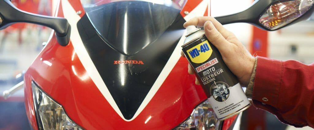 Comment lustrer sa moto avec le Lustreur Silicone WD-40 Specialist Moto ?